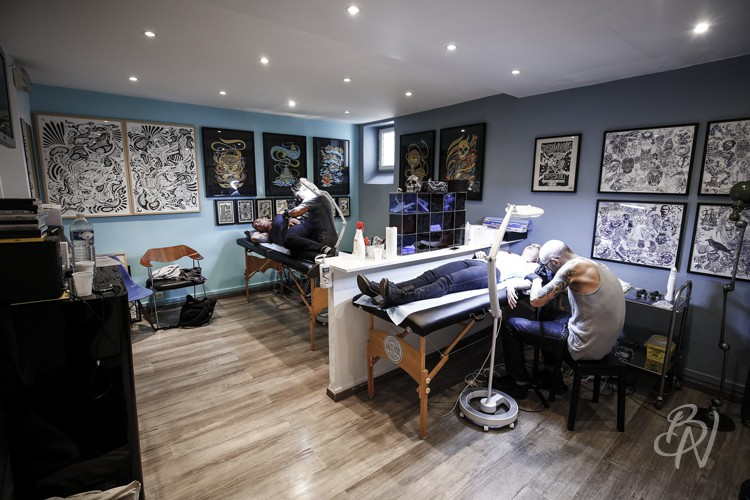bleu-noir-paris-18-tattoo-art-shop-salon-de-tatouage-abbesses-8