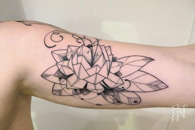 Bleu Noir Paris Tattoo Art Shop Supakitch Fleur Plume Bleu Noir Tattoo