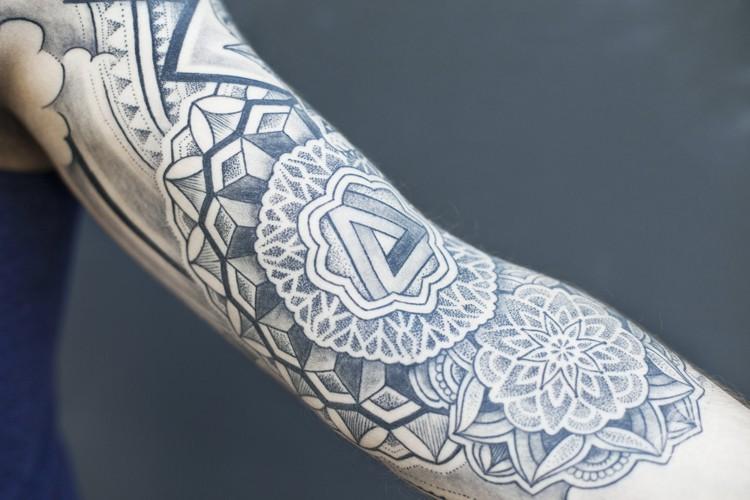 Bleu-noir-jeykill-tattoo-05