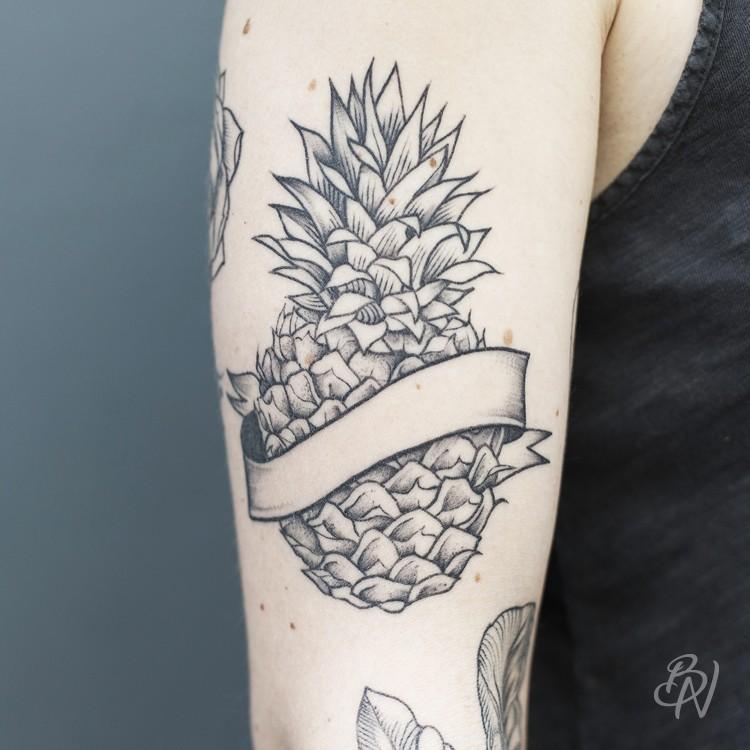 Jennifer bleu noir tattoo for Salon tattoo paris