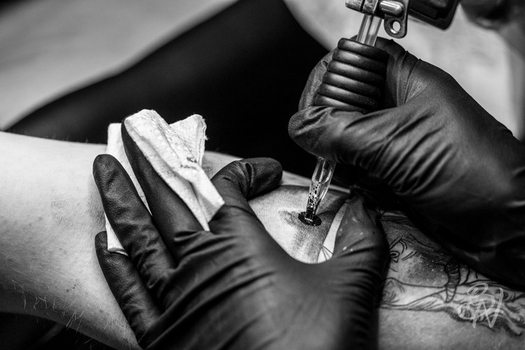 bleu-noir-tattoo-art-shop-guest-georgie-harrisson-abbesses-08