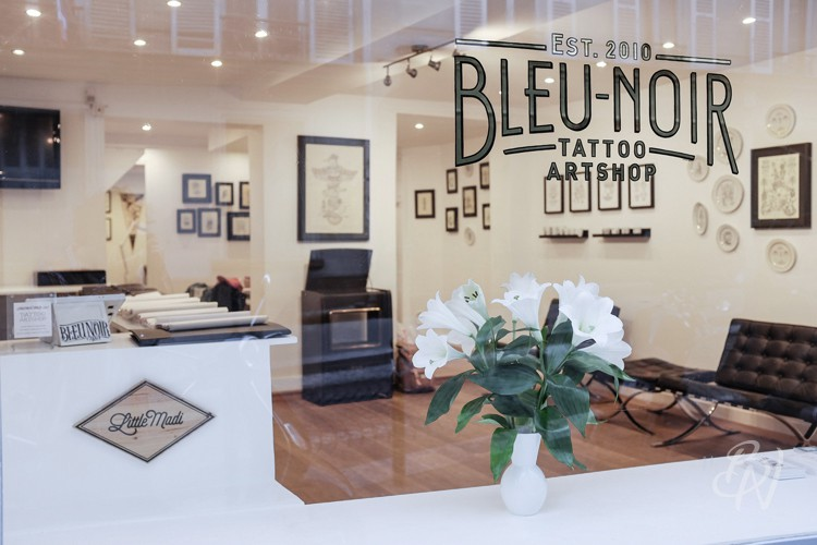 bleu-noir-paris-abbesses-tattoo-art-shop-vernissage-little-madi-07