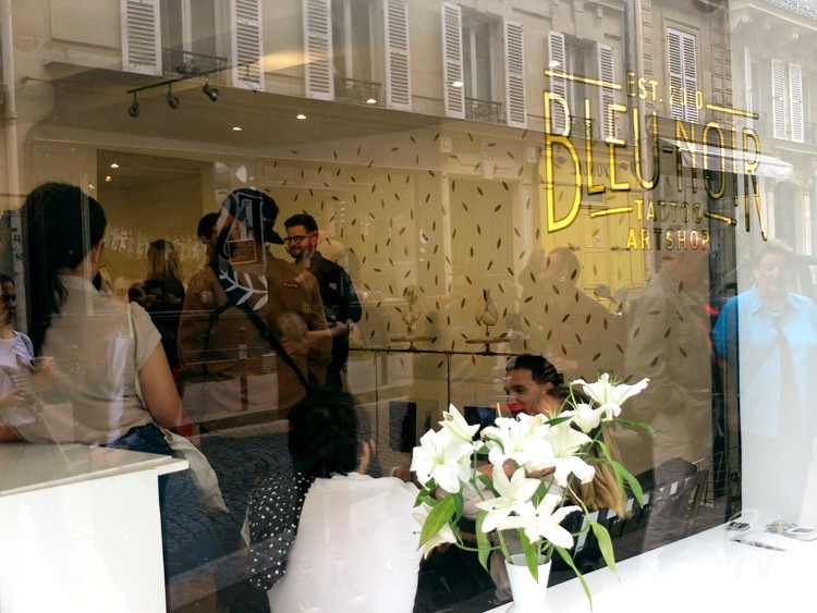 Bleu-noir-paris-tattoo-art-shop-abbesses-en-plein-coeur-supakitch-13