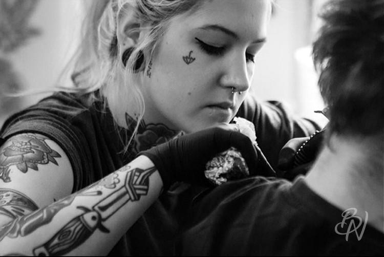 Bleu-noir-paris-tattoo-artshop-abbesses-Lilly-anchor-08