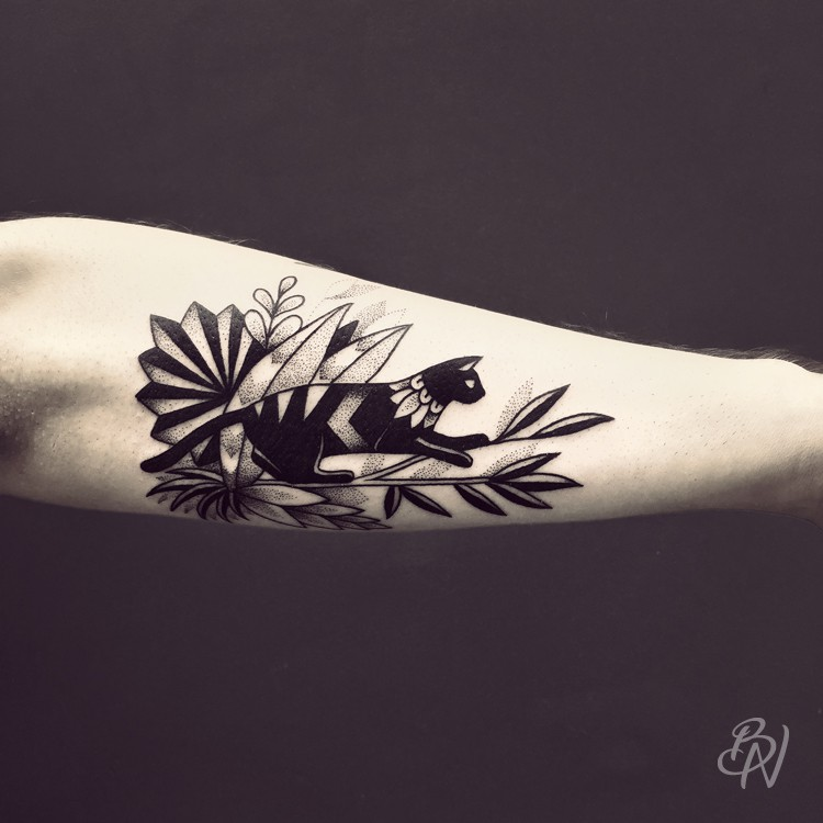 Bleu-Noir-tattoo-art-shop-Paris-Abbesses-Violette-01-