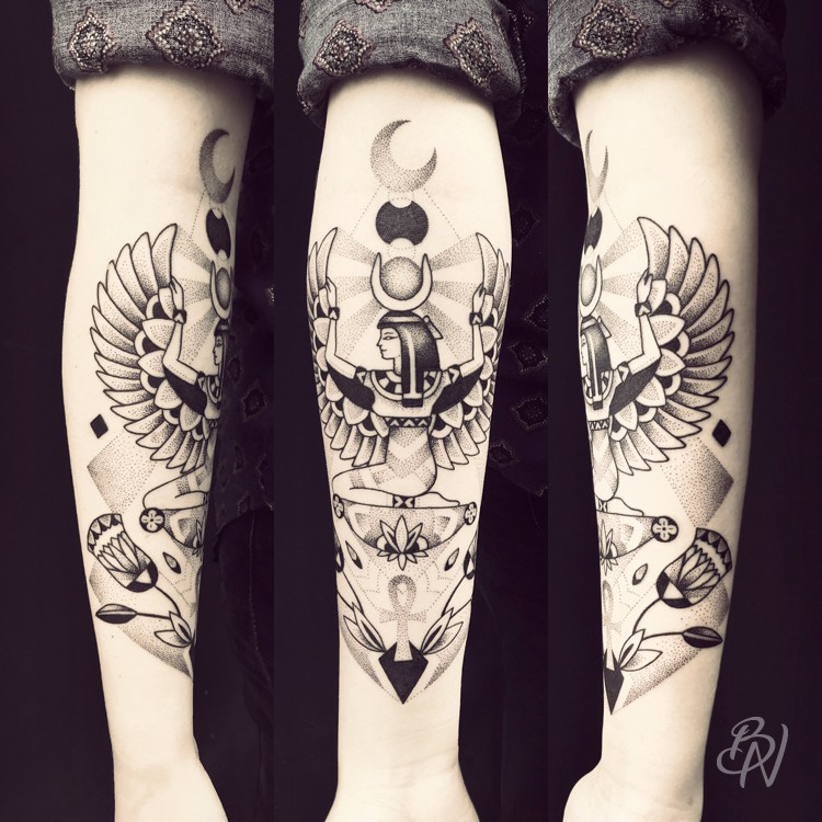 Bleu-Noir-tattoo-art-shop-Paris-Abbesses-Violette-05-