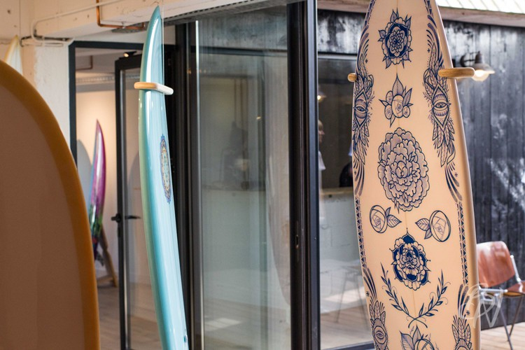 Bleu-noir-biarritz-board-tattoo-art-shop-gone-surfing-08